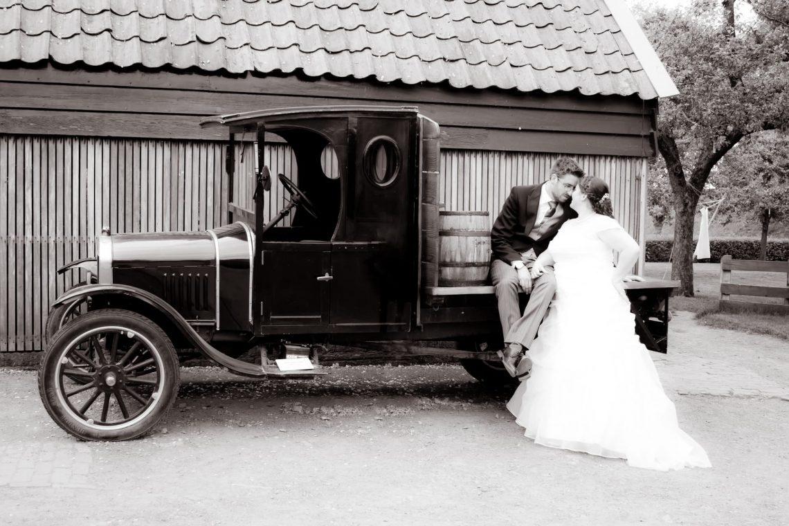 Nienke en Bart trouwen in Zuiderzee museum Enkhuizen