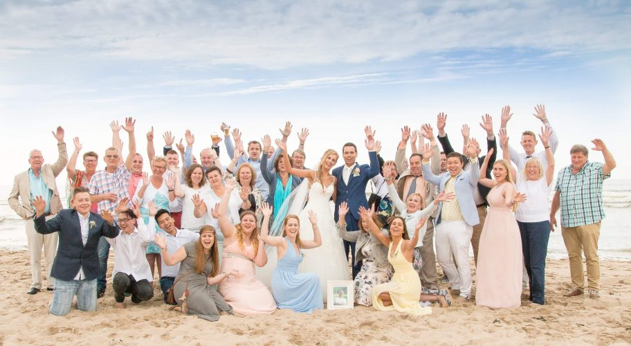 271afc9527c435 Bruiloft Joyce en Dany. Trouwfotograaf: fotografie bruiloft aan strand Castricum  Club Zand